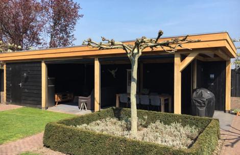 Modern tuinhuis met luifel